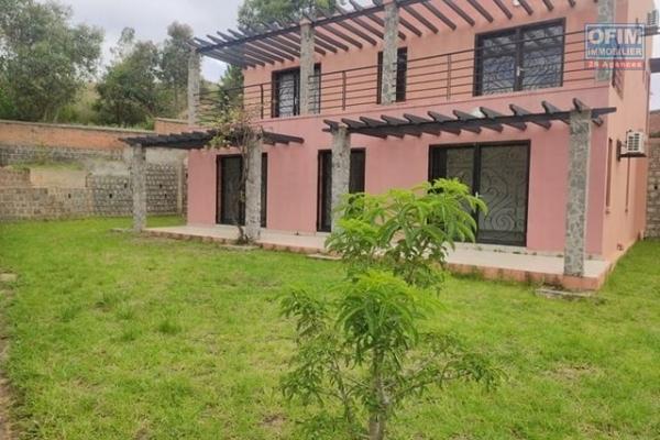OFIM offre en location une villa  F5 neuve bâtie sur un terrain de 690m2 dans une résidence sécurisée 24/24 à Ambatobe