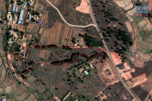 Beau terrain de 1Ha  54a 72 ca exposé plein Ouest à Rangaina Ilafy- Antananarivo