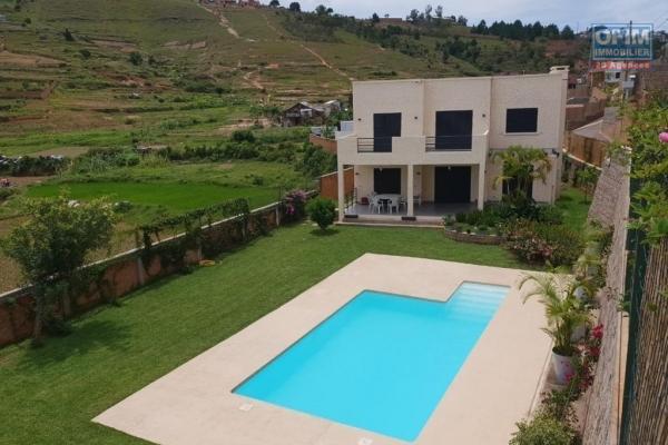 Une villa F6 avec piscine dans une résidence à Ambatobe