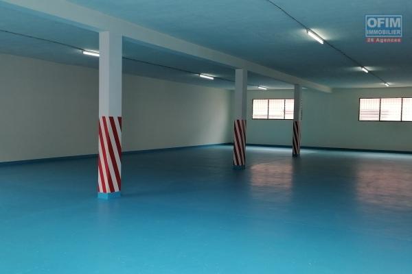 À louer un entrepôt de 430m2, 825m2 et 1000 m2 accessible à tous types de véhicules sis à Anosiala Ambohidratrimo
