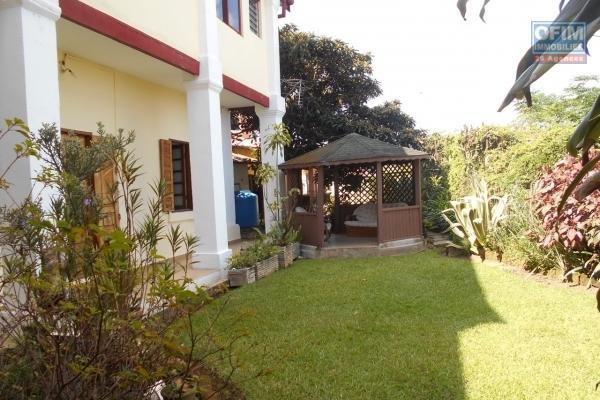 Une villa F6 traditionnelle avec une belle vue à Faravohitra