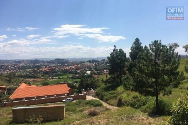 Terrain de 4386 m2, avec une magnifique vue, idéal pour un projet immobilier à Ambatobe - Antananarivo