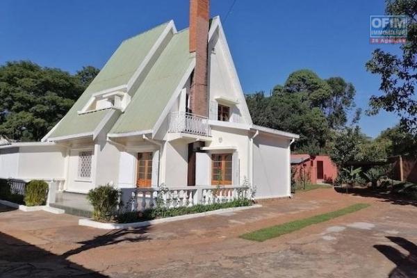 A louer une belle villa à étage F5 dans un endroit résidentiel et facile d'accès à Talatamaty