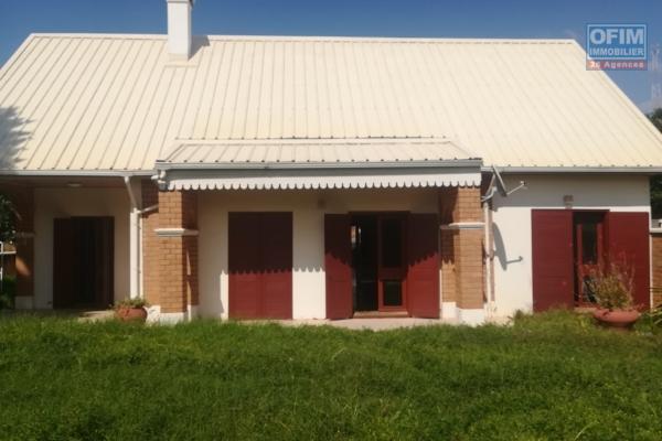 Une villa F4 dans une résidence à Ambatobe