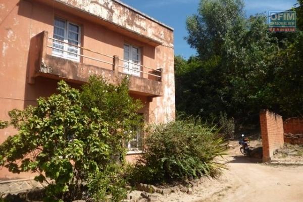 A vendre immeuble contenant appartements et locaux commerciaux à Ambohibao