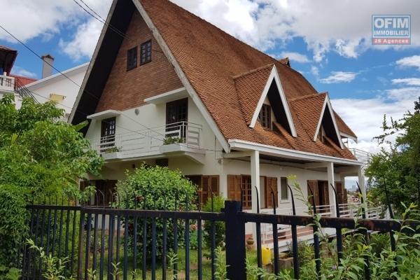 Villa F7 à étage sur 1200 m2 de terrain à Soamanandrariny- Antananarivo