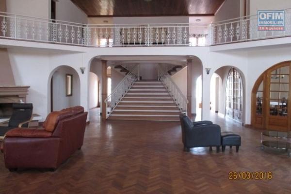 Location grande villa F8 semi meublée à 5 mn à pieds du lycée Français à Ambatobe