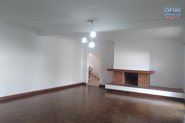 Villa F7 à étage dans un quartier résidentiel  à 10 min du centre ville sis à Tsiadana- Antananarivo