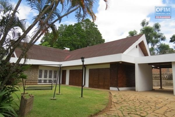 Villa plain pieds F5 bâtie sur un terrain de 2 000m2 à Malaza Andoharanofotsy