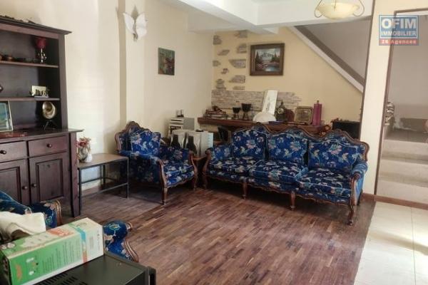 OFIM offre en location un appartement T3 avec parking pour 2 voitures à Tsarasaotra Alarobia
