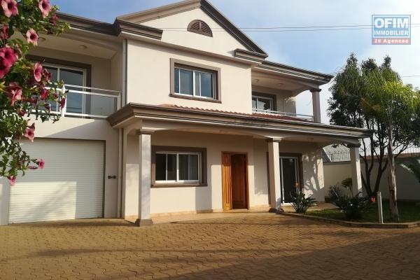 Une villa F6 de standing à Mahatony Ivandry