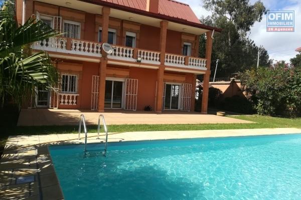 Une villa F5 de type traditionnelle avec piscine à Androhibe