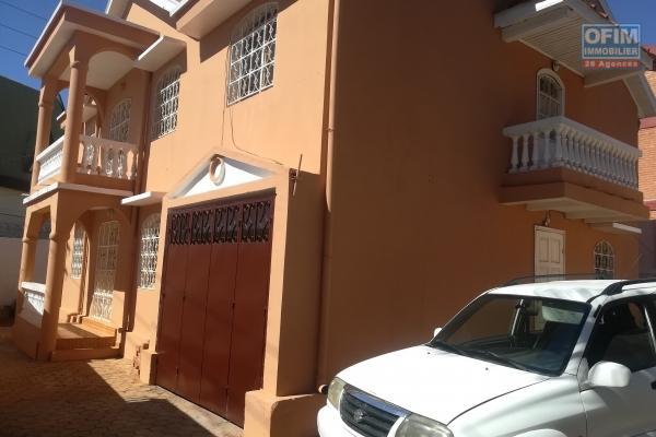 Une maison à étage F7 tout près de l'école Française D à Ivandry