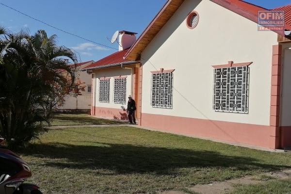 À louer une villa basse de type F4 dans une résidence sécurisée 24h/24 à 2 pas du centre commercial SCORE HORIZON Itaosy et à 15 minutes du centre ville