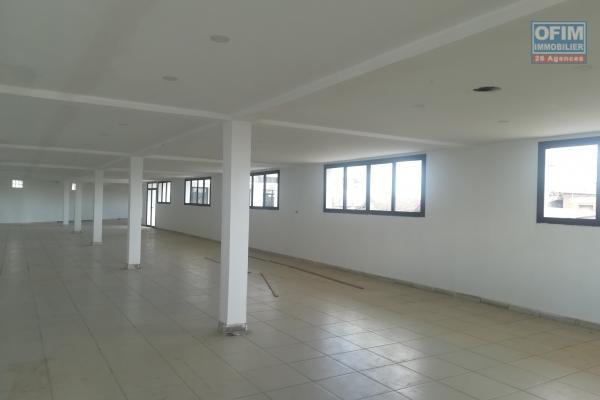 Un local de 350m2 au 1er étage d'un immeuble à Alarobia