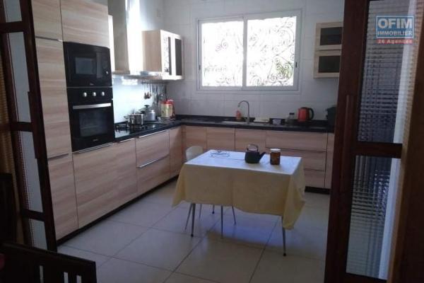 Villa F7 à étage sur 721 M2 de terrain à Ambolokandrina-Antananarivo