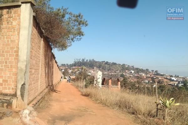 Terrain 2141 m2 avec une belle vue, facile d'accès , proche Ambatobe à Antsapandrano Ilafy-Antananarivo