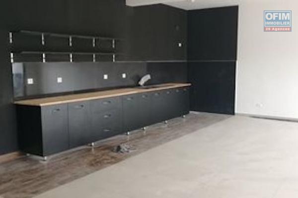A louer des appartements duplex neufs de standing T5 avec piscine dans un quartier résidentiel à 5 minutes de l'aéroport Ivato