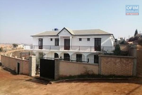 A louer, une grande maison à étage F11 , dans un endroit sécurisé à Ankadivory Faralaza