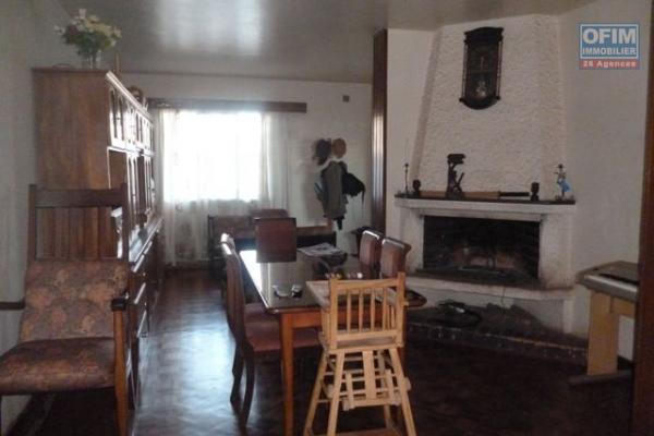 A vendre, une coquette villa F3 à étage, neuve dans un quartier calme à Ivoloha- Antananarivo