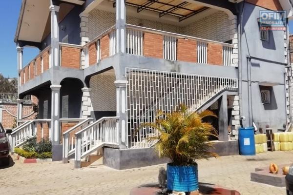 Un appartement T4 au 1er étage à Ambatomaro