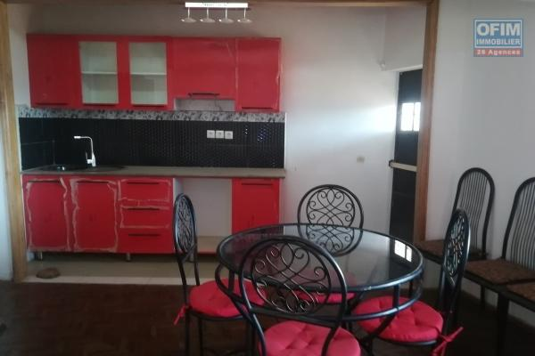 Un studio meublé à Ampandrianomby
