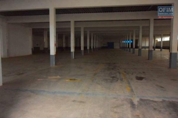 A louer entrepot de 3000M2 sur 2 niveaux dans une zone industrielle à ANkadimbahoaka