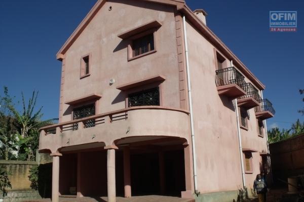 A louer une maison  F5 sur 3 niveaux, idéale pour une chambre d'hôte à Ambohibao Antehiroka