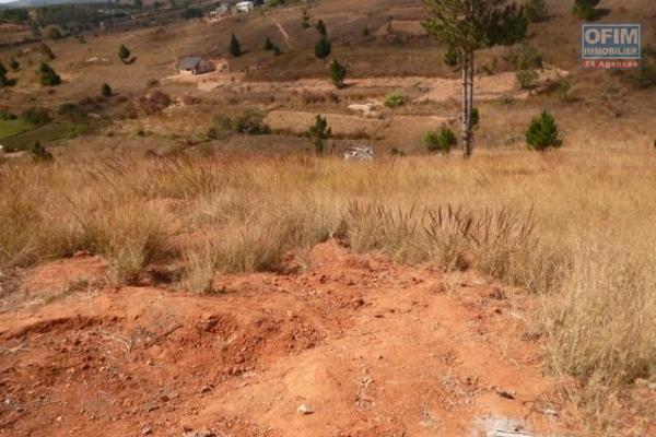 à vendre terrain de 1185M2 à Ambohidratrimo avec vue sur le lac
