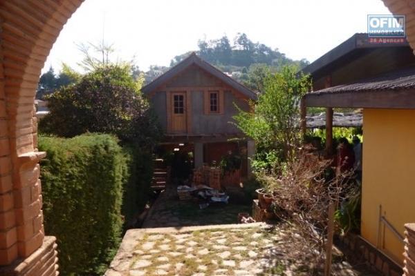 A vendre une maison à étage en cour de finition sur 900 m2 de terrain