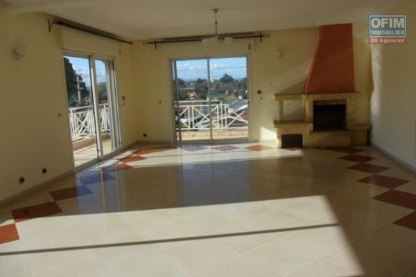 A louer bel appartement F4 spacieux quartier résidentiel à Ivandry