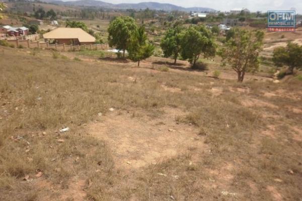 A vendre grand terrain de 5 600 m2 Ambohidratrimo proche nouvelle rocade