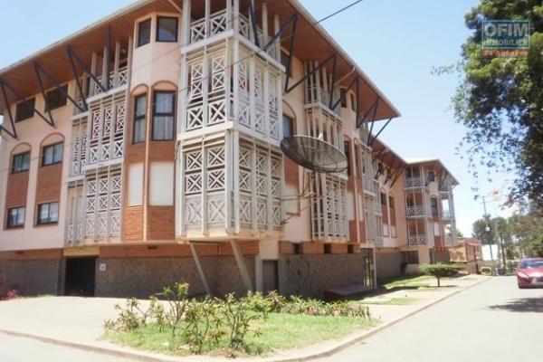 A vendre un immeuble avec 3 appartementsT4 à Betongolo- Antananarivo