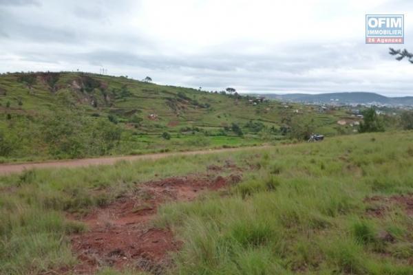 A vendre magnifique terrain de 2000 m2 avec vue dégagée à Alasora