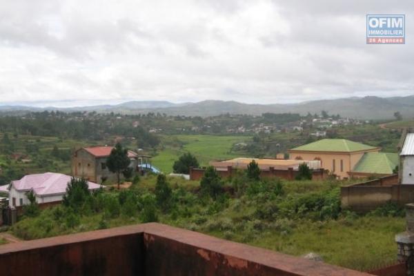 A vendre grande villa à étages avec vue sur Tana à Ambohimahitsy