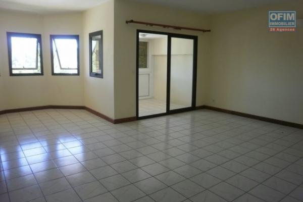 OFIM vous offre une villa basse divisée en deux appartements T4 indépendants et meublés dans une résidence sécurisée 24/24