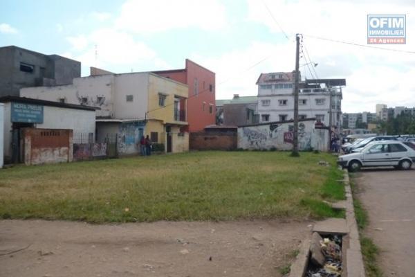 A vendre terrain en plein centre ville