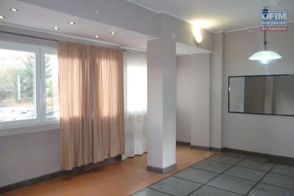 A vendre appartement T2 au 2eme étage dans une résidence sécurisée à Ambatobe