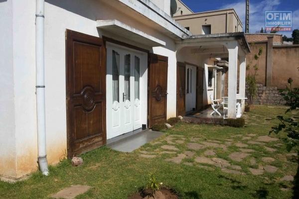A louer une villa basse F4 à Mandroseza Antananarivo