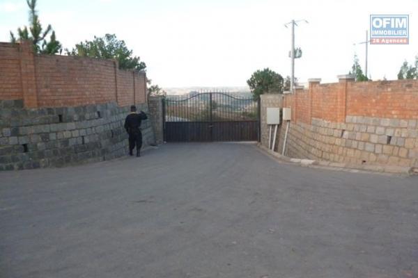 A vendre terrain viabilisé de 897 m2 dans un lotissement résidentiel à Ambatobe