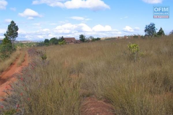 Un grand terrain de 4000 m2 à Alakamisy Anosiala, vue exceptionnel sur ses environ au meilleur prix