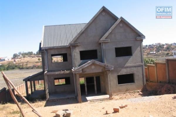A vendre, en plein cente ville une maison 2 étages à Ampefiloha Cité- Antananarivo