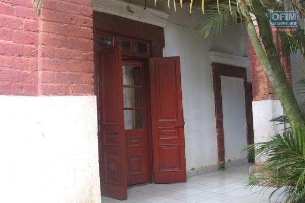 A vendre, une villa basse F4 dans une résidence sécurisé à Antsampandaro Ilafy- Antananarivo