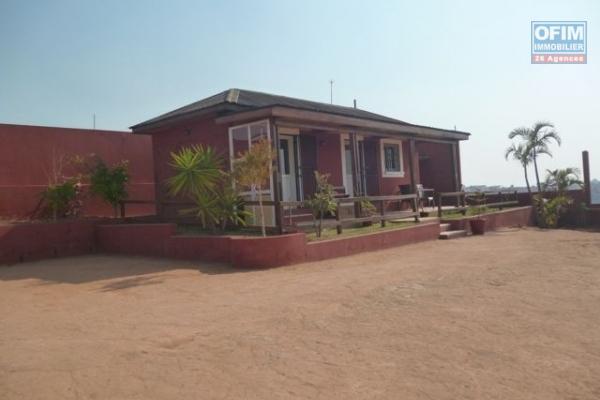 A vendre, une propriété de 6000 m2 de terrain avec villa F3 à Ambatomirahavavy- Antananarivo