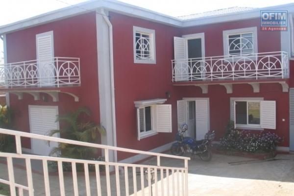 OFIM met en vente  une villa neuve et moderne  de type F5 avec piscine dans un quartier calme à Ambatoroka