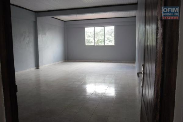 OFIM propose en location une villa F5 + locaux à Manakambahiny