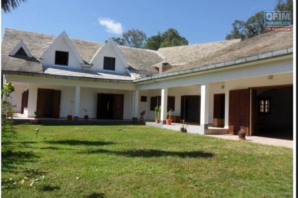 EN EXCLUSIVITE OFIM , a vendre très beau complexe Hôtelier avec murs  et fond de commerce , pied dans l'eau à Mantasoa