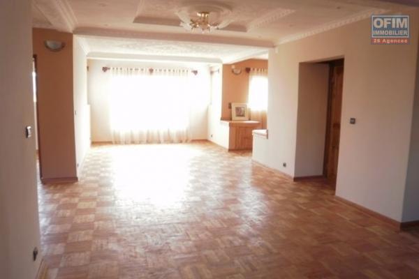 A vendre, une belle villa F6 meublée avec piscine dans la prestigieuse résidence d'Ambatobe-Antananarivo