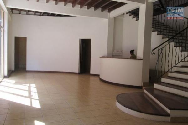 A louer, un local de 700 m2 en plein centre ville, sis à Tsaralalana - Antananarivo
