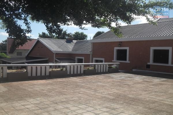 A louer une villa basse F6 proche de tout commodité sise à Antanetibe Ivato